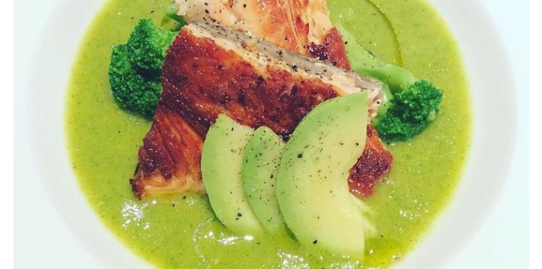 https://nerodiseppiablog.files.wordpress.com/2015/09/zuppa-avocado-broccoli-salmone.jpg