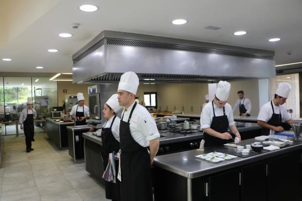 azurmendi eneko atxa kitchen.JPG