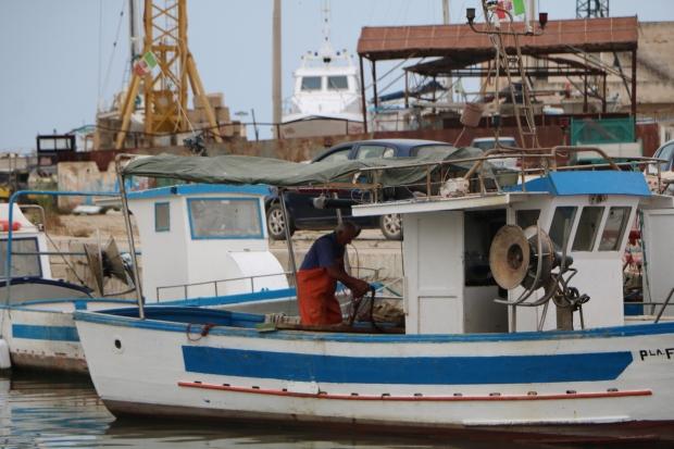 Porto Mazara del Vallo Pescatore Barca Sicilia